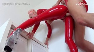 Skinny red latex Laura Paradise